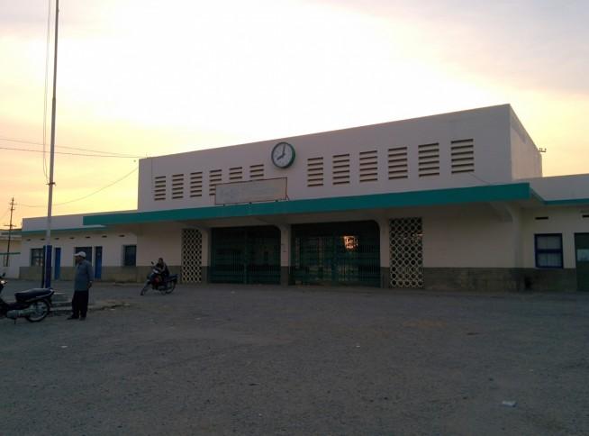 休止中のバッタンバン駅