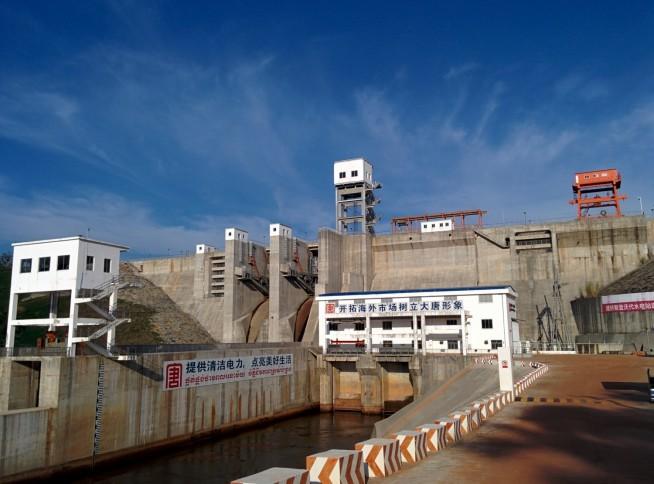 大きな水力発電所です