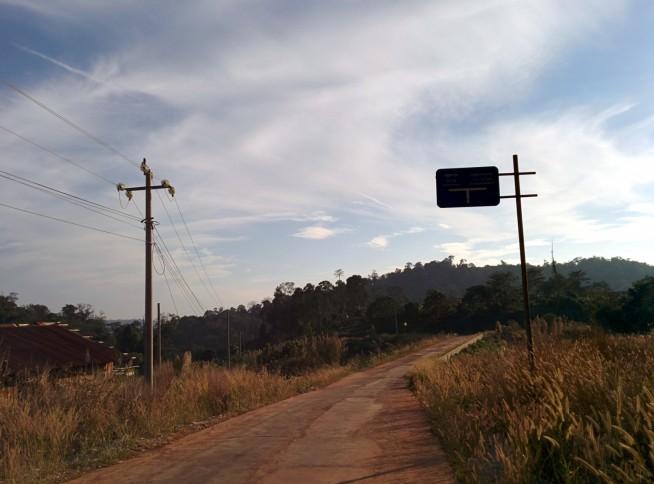 道路看板も独特なタイプ