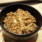 2月4日にホーチミン市に進出した吉野家で早速牛丼を頂いてきました