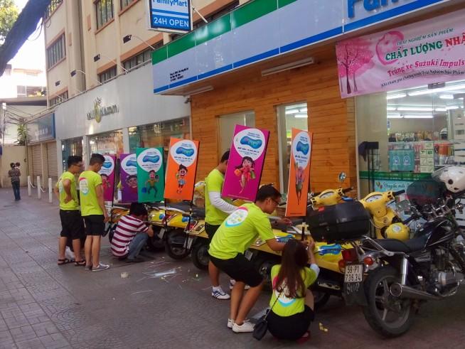 準備中のバイク隊