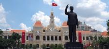 ホーチミンさんの誕生日の5月19日に合わせ、ホーチミン市に高さ7.2mのホーチミン像が誕生