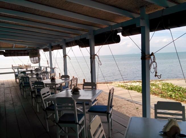 海沿いのおしゃれなレストラン