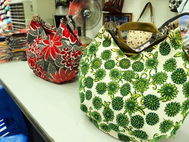 ベトナムらしいビーズ刺繍のカバン