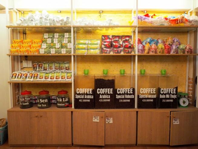 土産物屋に並ぶコーヒー