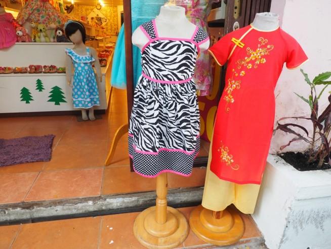 ベトナムのアオザイを元にデザインされた子供服
