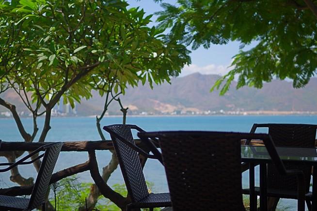 ホンチョンカフェで海を望む