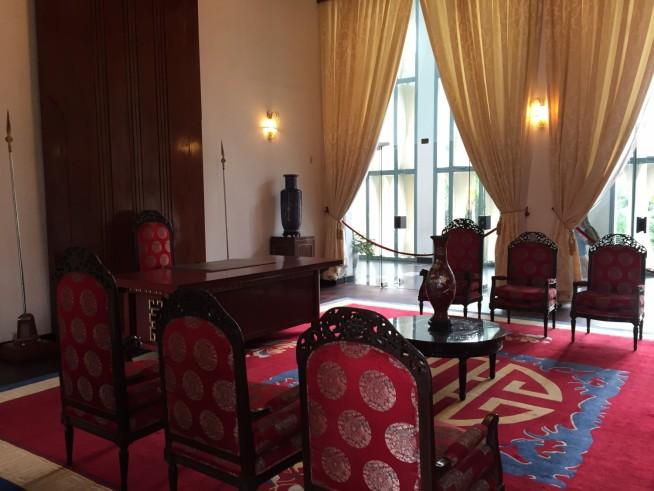 椅子上部の作りが細かく、高級感が漂っています。