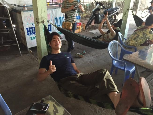 東南アジア一人旅中の甲斐さん。