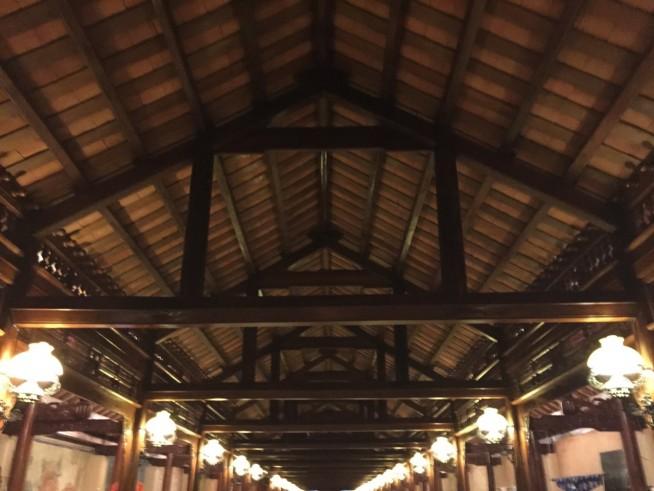 昨年できたということもあり、天井木材は綺麗でした。