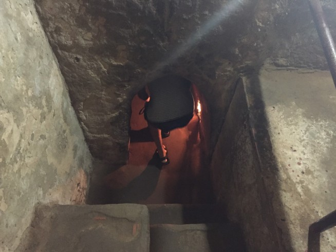 この写真からでもトンネルがいかに小さいかわかります。