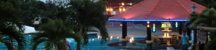 ムイネーの観光地のど真ん中にある温泉施設で泥温泉とプールを楽しむ