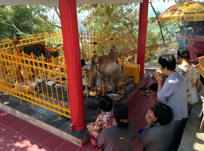 サム山の山頂にあるお寺