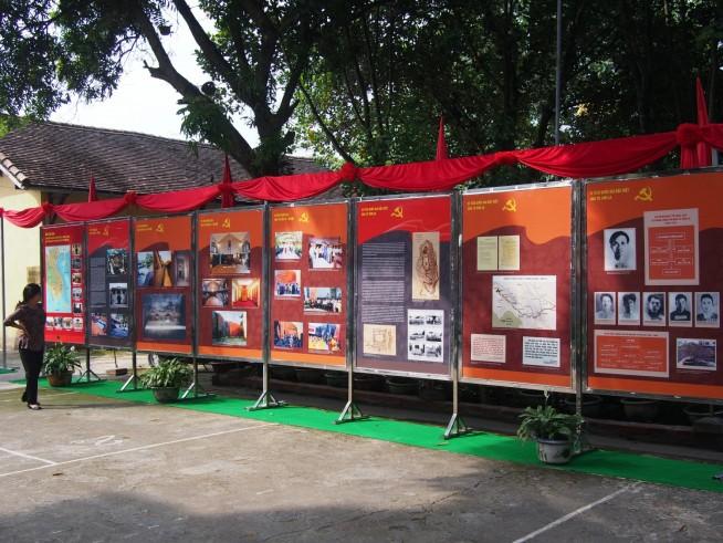 収容所についての屋外展示