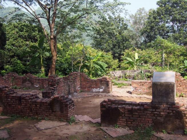門外にある管理者の建物跡