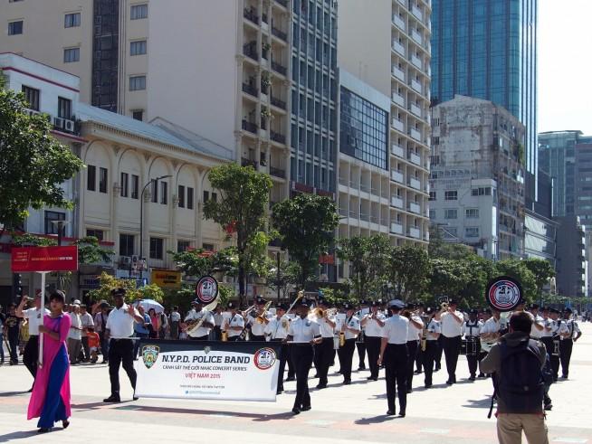 NY市警音楽隊によるパレード