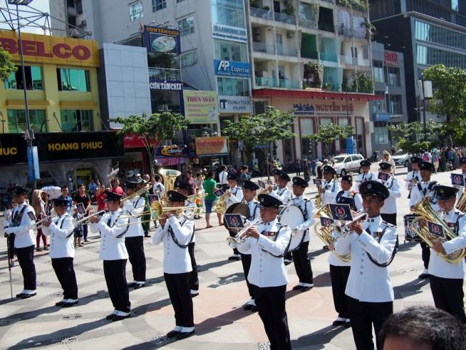 シンガポール警察音楽隊によるパレード