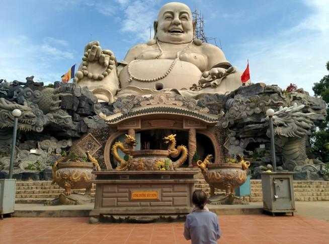 ファットロン寺(chùa Phật Lớn)の弥勒菩薩