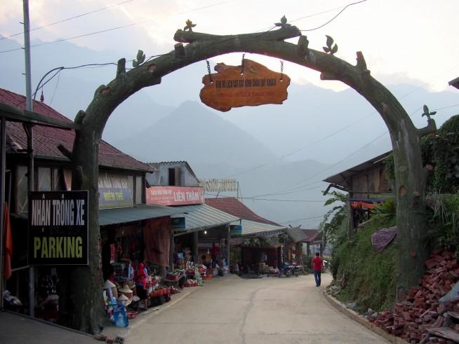 カットカット村入口