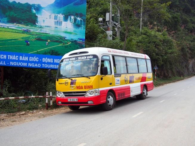 カオバン市からのバス
