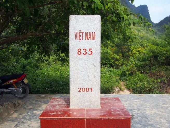 国境を表す石碑