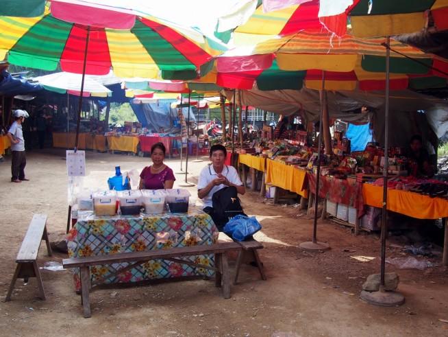 ベトナムの地方にありそうなマーケット