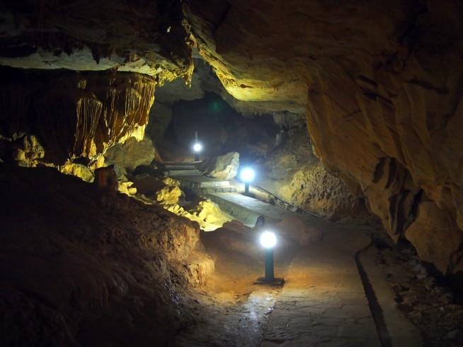 洞窟の中は涼しい
