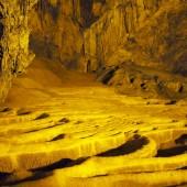 バンゾックの滝の近くにあるグムガオ洞窟も見逃せない観光スポット