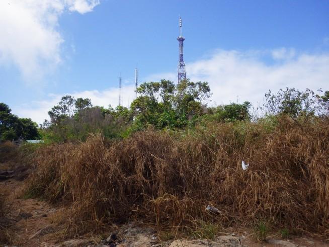 頂上の通信アンテナ