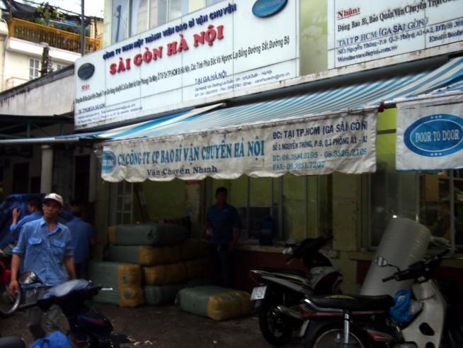 サイゴン駅隣にある運送会社
