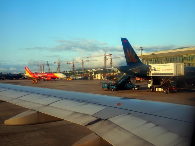 ダナン国際空港に到着
