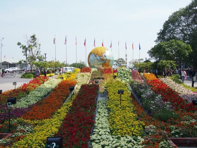 花でできた地球