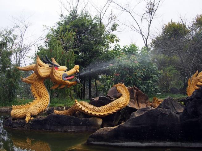 水を吹くドラゴン