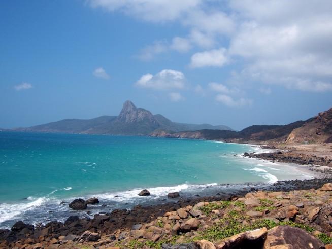 青く澄んだ海が続くビーチ