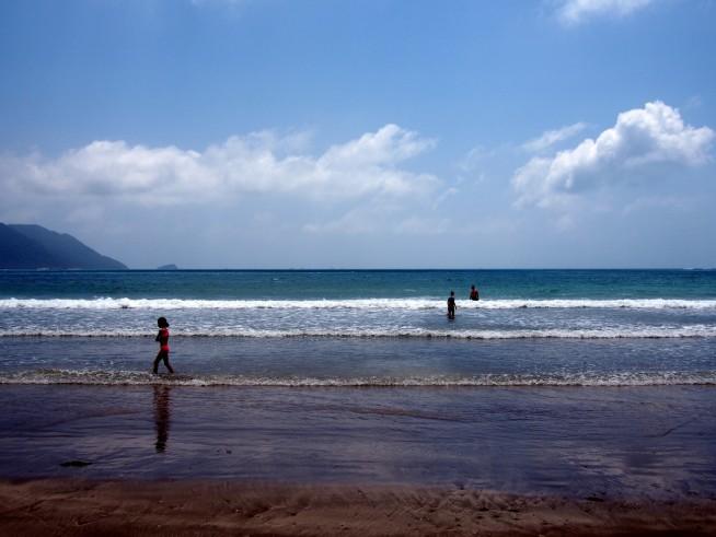 海水浴を楽しみ人たち