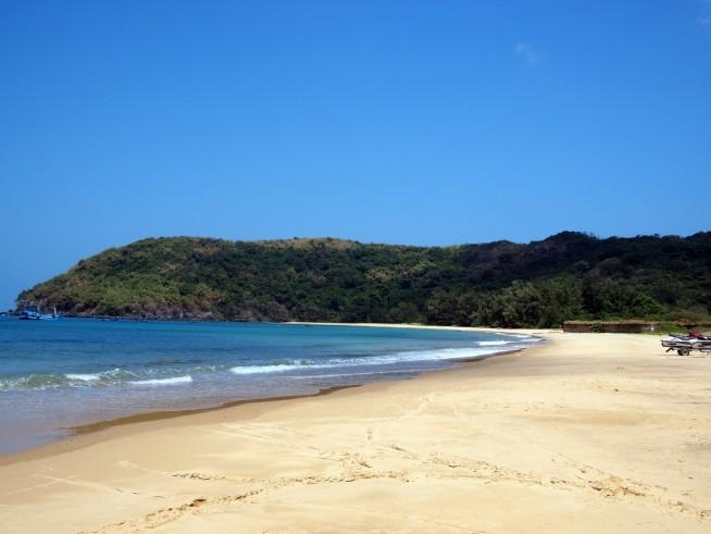 島の北に面した静かなビーチ