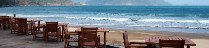 バイ・ザ・ビーチ・レストラン(By The Beach Restaurant)