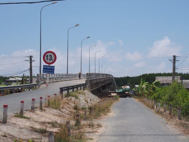 最後の橋をわたってUターン