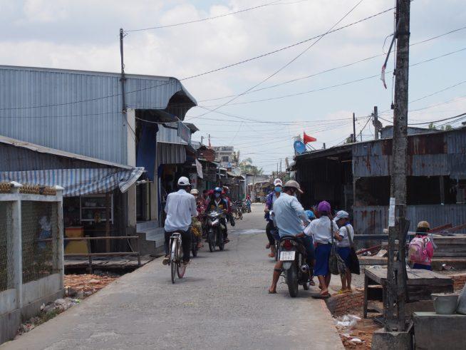 ダットムイ村を通過