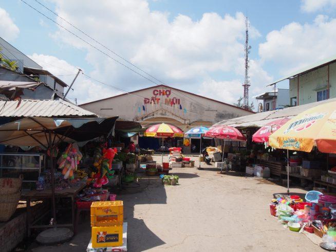 ダットムイ市場