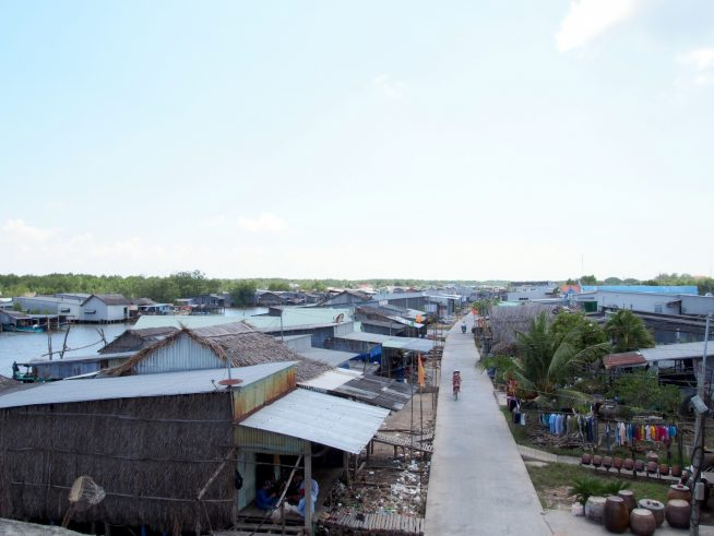最後の橋から見たダットムイ村