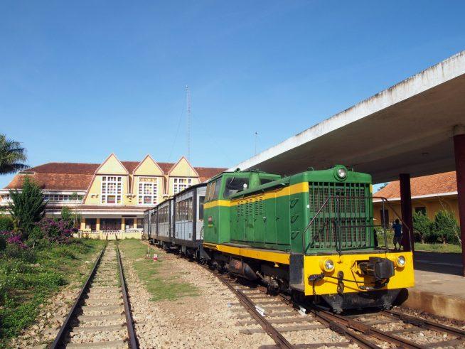 チャイマット駅へ向かう観光列車