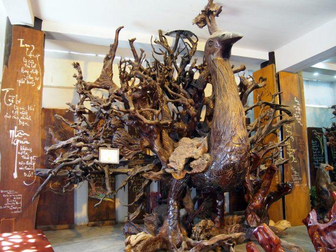 木彫り細工はこの地の名産品