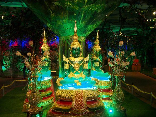 地下にある水晶仏像