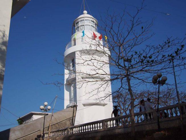山頂の灯台