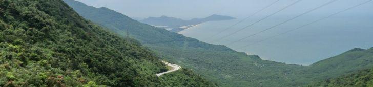 ベトナム中部にある交通の難所であり絶景スポットでもあるハイヴァン峠