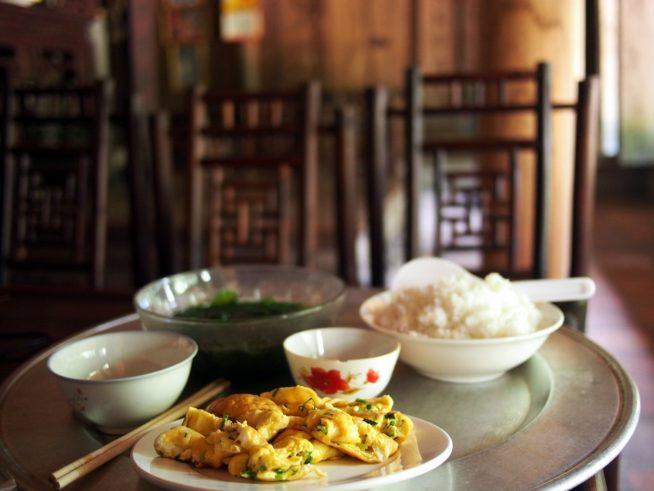 ドゥンラム村で昼食