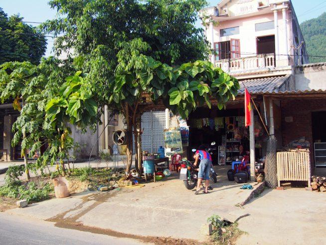 とても小さなバイク修理店