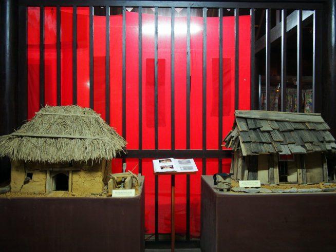 ハニ族とモン族の家の模型