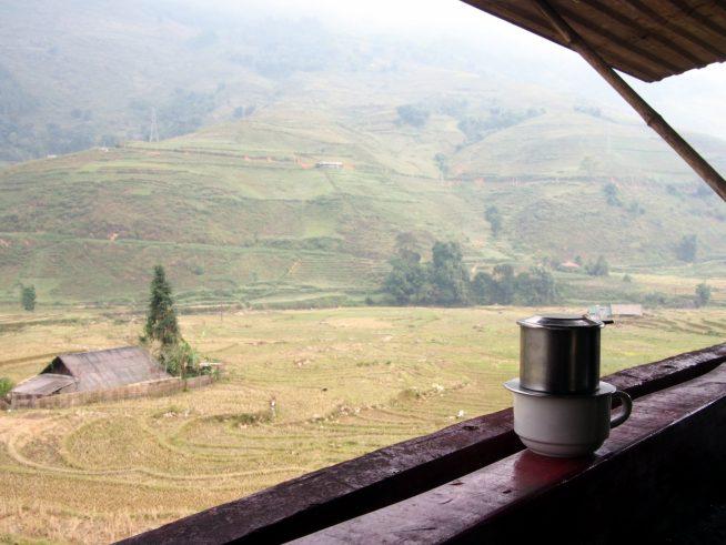 棚田を望むコーヒー